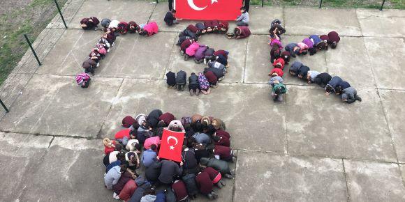 Akyar Ortaokulu öğrencilerinden askerimize destek