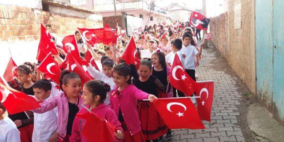 Uşak/Banaz Şehit Veli Uludağ Derbent Ortaokulunda 23 Nisan kutlamaları