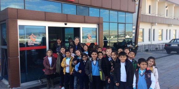 Tahsin Yentur İlkokulu 2/İ sınıfı öğrencileri Gaziantep huzurevini ziyaret ettiler