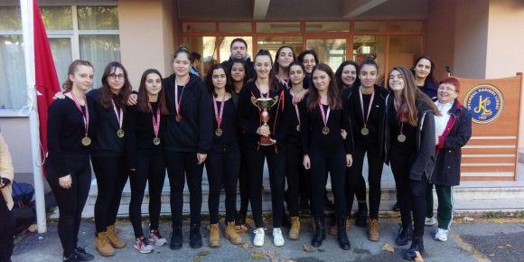 İstanbul Kadıköy Lisesi kız basketbol takımı 1. bölge şampiyonu oldu