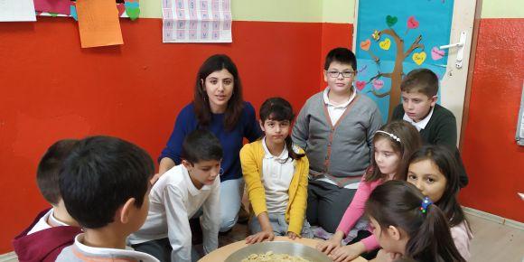 Çeltikçi İlkokulu 4/A sınıfı öğrencileri mantı yaptı