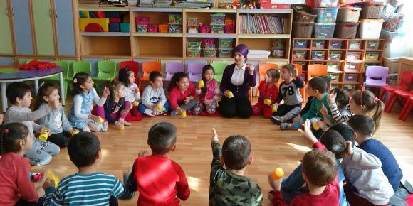 Rüştü Akbıyıkoğlu Ortaokulu ana sınıfı ritmle öğreniyor