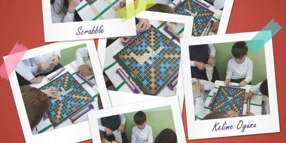 4/C Scrabble oynuyor