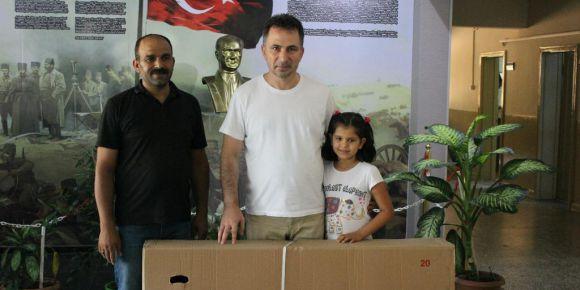 Bandırma Şehit Süleyman Bey İlkokulu öğrencisine bisiklet hediye edildi