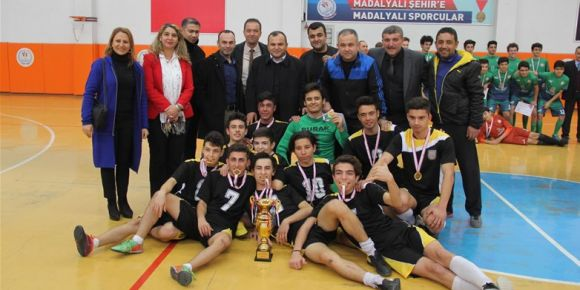 Futsal genç erkekler il birincisi Kahramanmaraş Anadolu Lisesi