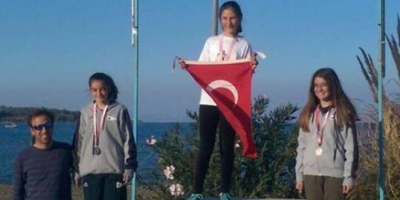 Urla Jale Necdet Özbelge Ortaokulu  öğrencisi  Urla yelken yarışları 1.si