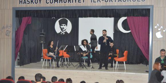Samsun Devlet Opera ve Balesi sanatçıları Hasköy Cumhuriyet ilkokulunda