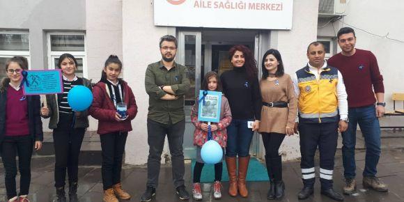 Öğrenciler Nadir Hastalıklar İçin Mavi Kurdele Dağıttı