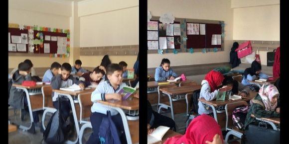 Salih İlhan İmam Hatip Ortaokulu kitap okuyor