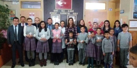 Uşak/Banaz Şehit Veli Uludağ Derbent Ortaokulu deneme sınavı birincilerini ödüllendirdi