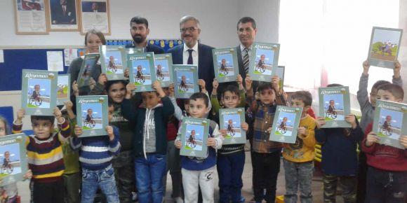 Adıyaman Belediyesi Öğrencilerimize Boyama kitapları dağıttı.