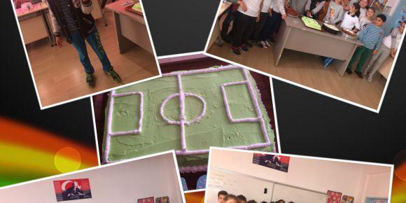 Valiler İlkokulu 4-E Sınıfı 4yıllık çok sevdikleri arkadaşlarını yeni okuluna uğurladı