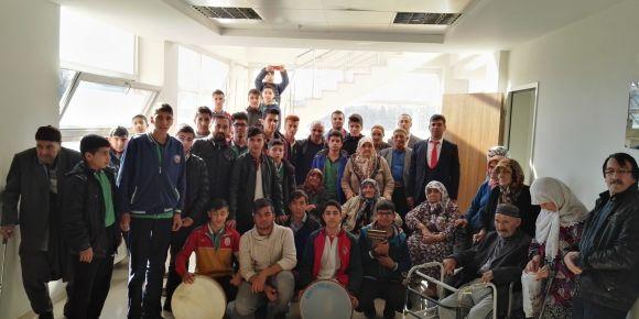 Öğrencilerimizden huzurevi ziyareti