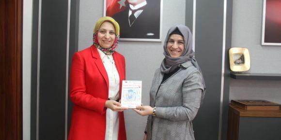Annelerden Mektup Var kitabı Sakarya İl Milli Eğitim Müdürüne takdim edildi