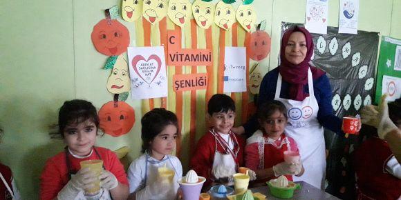 Kuzuculu 125. Yıl İlkokulu 1/A Sınıfı e Twinning Kapsamında C Vitamini Şenliği Düzenledi