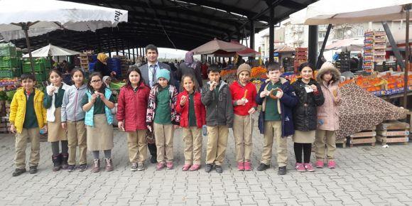 Beyazıt İlkokulu semt pazarında