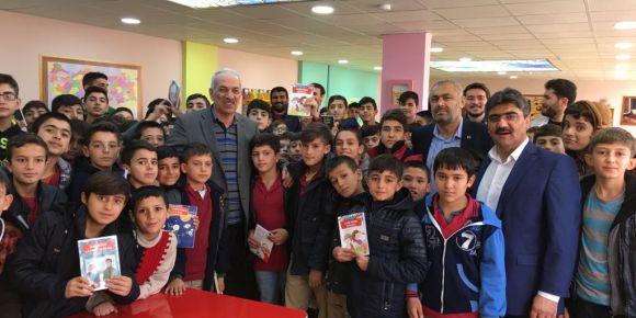 Şair ve yazar Sayın Bestami Yazgan´ın Yahyalı yatılı bölge ortaokulunu ziyareti