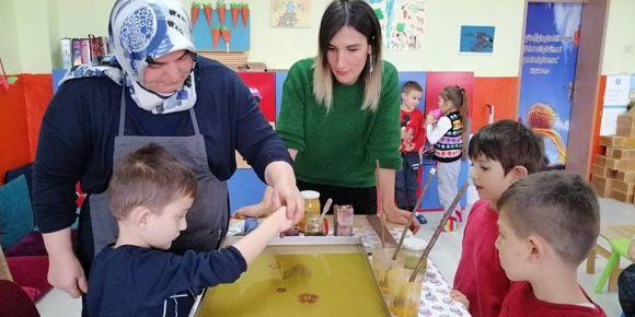 Çeltikçi İlkokulu Öğrencileri Geleneksel Sanatımız Ebru  Sanatına Sahip Çıkıyor