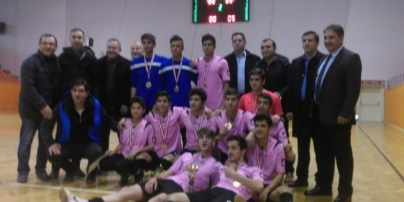 Gazi Mesleki ve Teknik Anadolu Lisesi futsal takımı bölge finallerinde