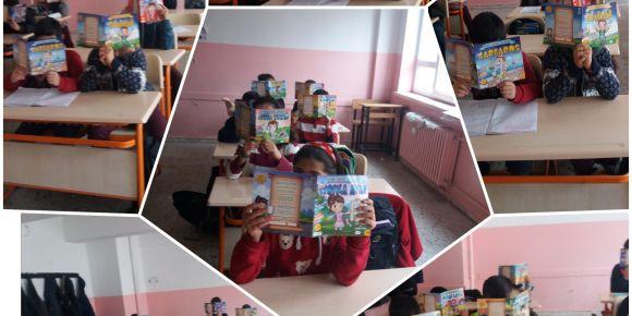 Yenihayat Ortaokulu  içindeki kahramanı kitap okuyarak arıyor