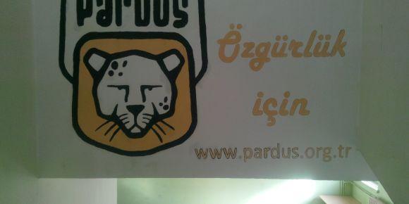 Pardus'u Bilişim Teknolojileri Alanı duvarımıza aktardık.