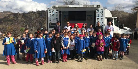Toplum sağlığı gezici tırı Yeşilköy İlkokulunda
