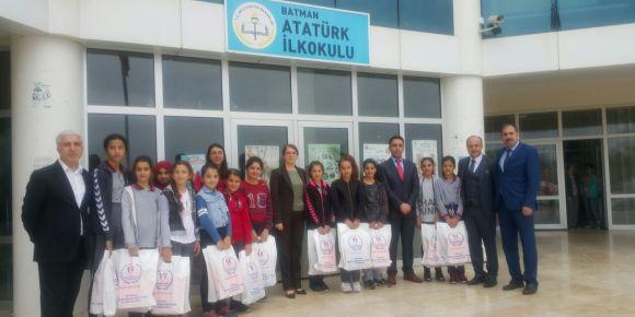 Batman Atatürk Ortaokuluna Batman Vali Yardımcıları Ve Gençlik Spor İl Müdüründen ziyaret
