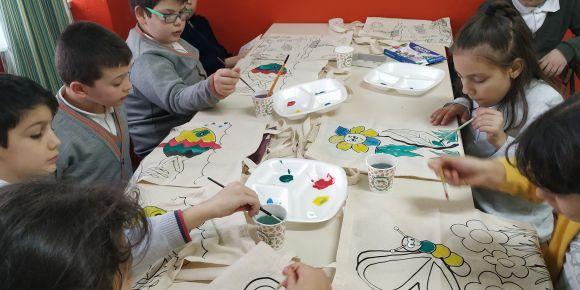 Çeltikçi İlkokulu öğrencileri çanta boyadı