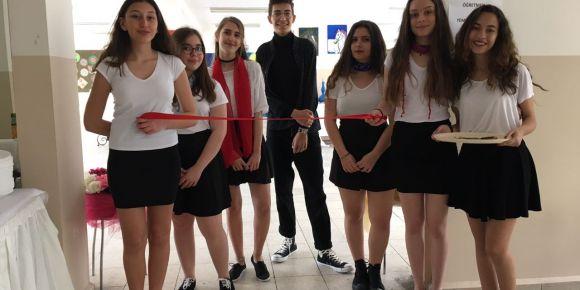İstanbul Kadıköy Lisesi resim sergisi Gençlik Haftasında açıldı