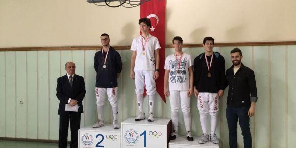 İzmir-Karşıyaka Lisesi Eskrimde de başarılı