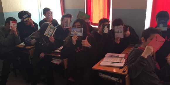 Sanat ve İngilizce eTwinning projesinde kardeş okulumuza yeni yıl kartları gönderdik.