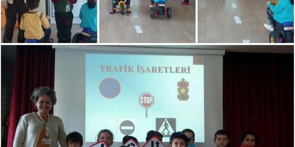 Dumlupınar Anaokulu trafik işaretlerini öğreniyor