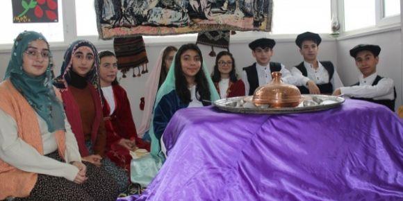 Çubukbey Anadolu Lisesinde Kültür Sergisi yapıldı