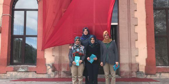Erzurum Nene Hatun Kız Anadolu Lisesi kitap okuma yarışmasında il birincisi oldu