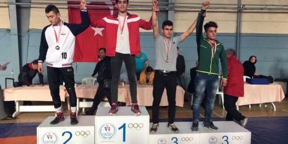 Öğrencimiz Ahmet Bozkurt 60 Kg' da serbest güreş il birincisi olmuştur