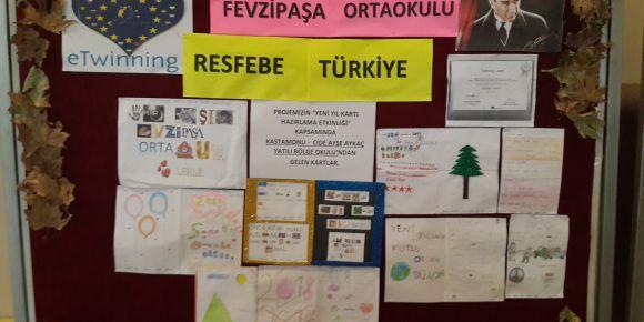 İzmir Karşıyaka Fevzipaşa Ortaokulu 2018'e resfebeyle çok mutlu giriyor