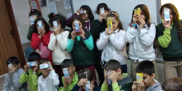 Okulda Süt İçme Günü