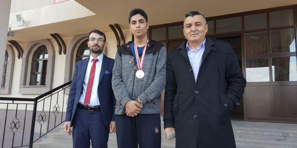 Türkiye şampiyonu Yusuf Uzun ödüllendirildi