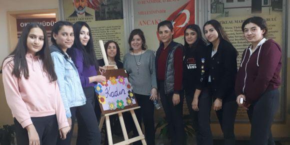 Liseli Gençlerden etwinning projesi ile Kadınlar Günü programı