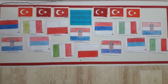 Projemize katılan ülkelerin bayrakları ile ilgili pano hazırladık