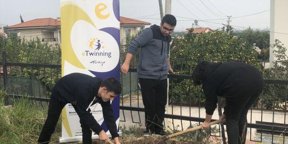 Okul bahçesinde 'İyi Tarım' yapıyoruz