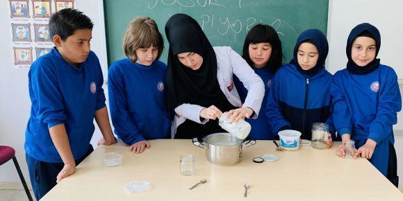 Mini mini Beşler geleneksel Türk lezzetlerinden olan yoğurt mayaladılar
