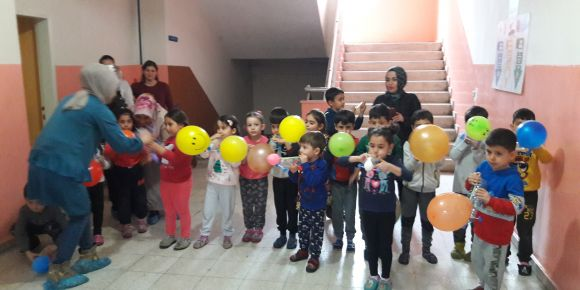 Aile atölyesinde balon araba etkinliği