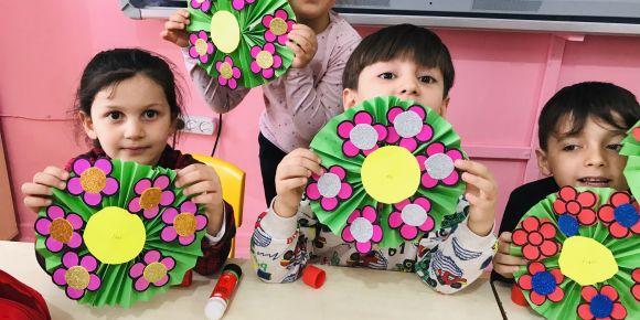 Akıllı minikler sınıfı çiçek  açtı