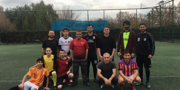 İstanbul Kadıköy Lisesi öğretmen ve öğrencileri arasında futbol maçı gerçekleşti