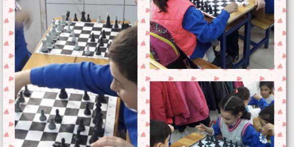 Muhammed Said Çelik İlkokulu 3/A sınıfı satranç oynuyor
